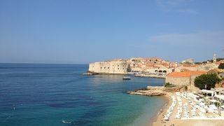 旧市街と青い海の眺め