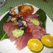 地元の人も来るお店でボリューミーな地元料理から日本料理も