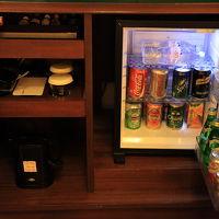 ミニバーと冷蔵庫内ドリンク(有料)