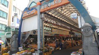 旧済州で地元の雰囲気が味わえる東門市場