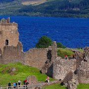 アーカート城跡とも呼ばれ、ネス湖のネッシーの写真とこの城の廃墟が良く似合う。