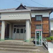 旧町議会の議事場です
