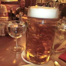 1Lのビール。旨い。