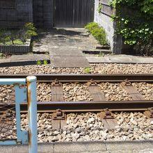 線路をまたぐとすぐ玄関