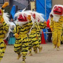 平安時代後期、源頼朝公の旗挙げのキッカケとなった鵺退治の様子を地元の中学生が演じる奇祭。
