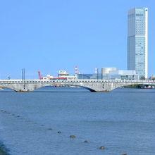 新潟市のシンボル 重要文化財 「萬代橋」 四季折々