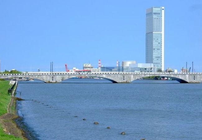 2009.9 萬代橋 やすらぎ堤左岸(川端町側)より