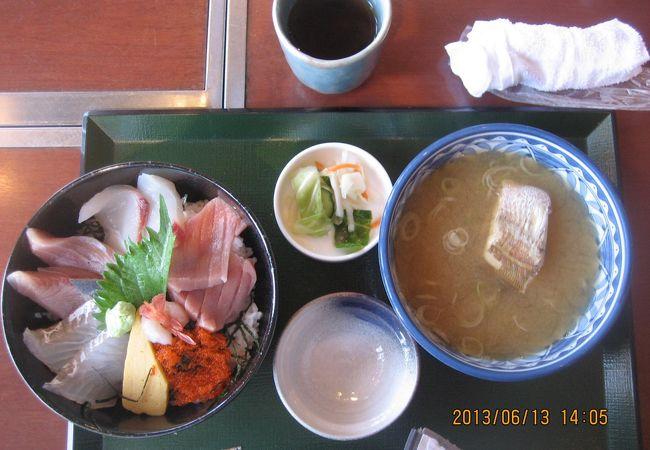 海鮮丼、シロエビの掻揚げが美味しかったです。