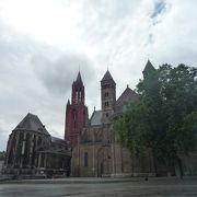 教会を眺めながら休憩