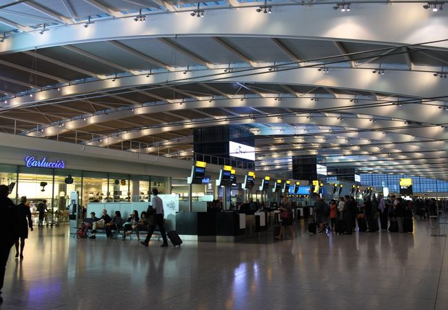 ロンドン ヒースロー空港 (LHR)