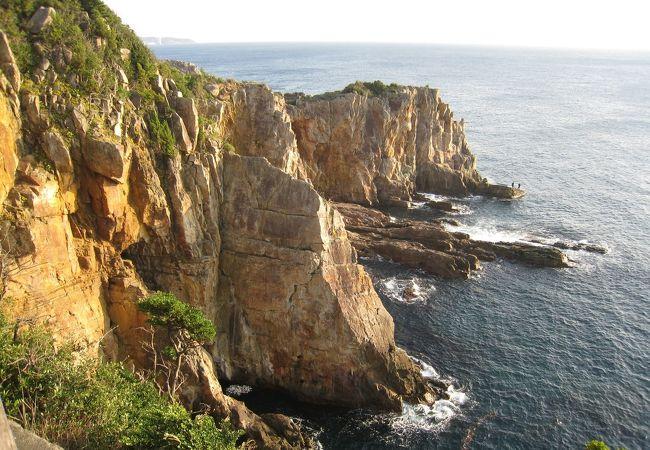 かなりの断崖絶壁