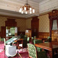 会議室・19世紀のネオバロック様式を伝えています
