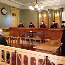 裁判の様子を再現した部屋