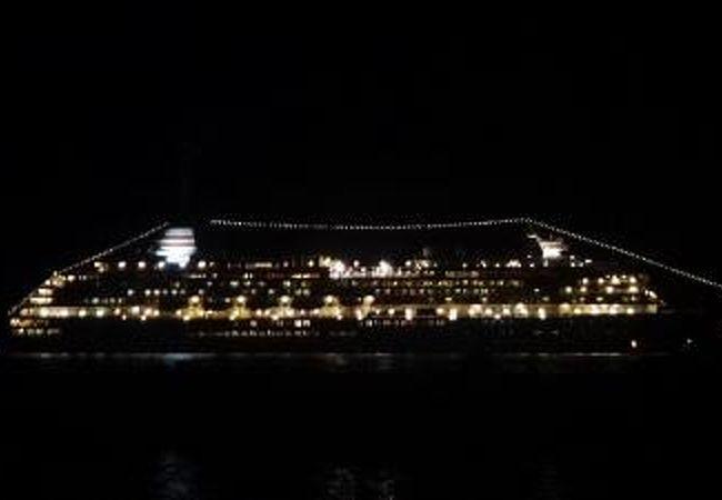 打上げ開始が近づく。豪華客船。