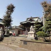 住宅街の中の静かな神社