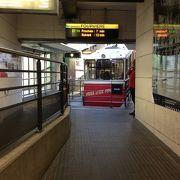 地下鉄から直接乗れます。