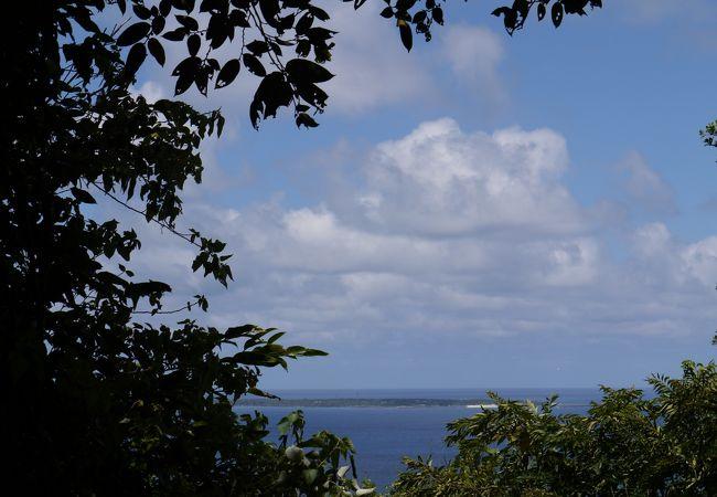 斎場御嶽から見る久高島