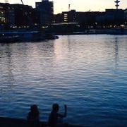 夕暮れ時のアルスター湖は癒されます。