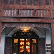 お店はチャルンラート通りの本店が素晴らしいですが、漆器などはメリディアンの支店が小物が多くてよい。