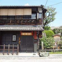 坂本龍馬の定宿。薩摩藩の寺田屋騒動もここ。
