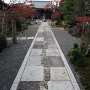 大沢池近くの静かな寺院