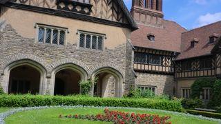 """ベルリン郊外・森と湖に囲まれた瀟洒なイギリス邸宅宮殿で""""ポツダム会議""""がもたれた。"""