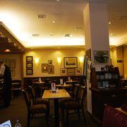 素敵な雰囲気のカフェ併設の老舗コンディトライ(菓子店)