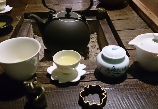 お茶のセット。お店の方がデザインされたそう。