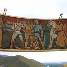 そして日本の旭日旗を踏みつけるモンゴル兵のプロパガンダ。
