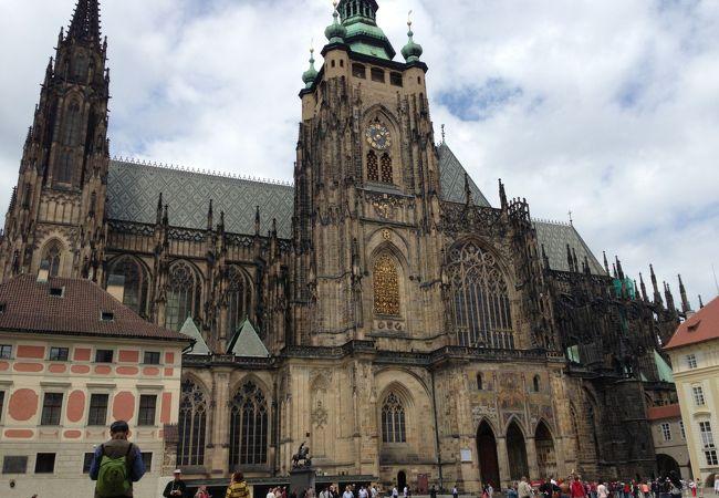 プラハ城内の聖ヴィート大聖堂
