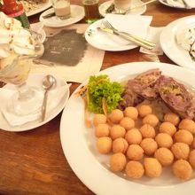 ウ メドヴィードクー (レストラン)
