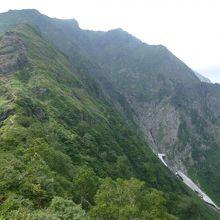 西黒尾根コースは標高差が1200mで日本3大急登の1つ