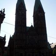 二つの塔が聳える聖堂