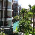 イカン・バカール裏のバリらしさのないモダンなホテル