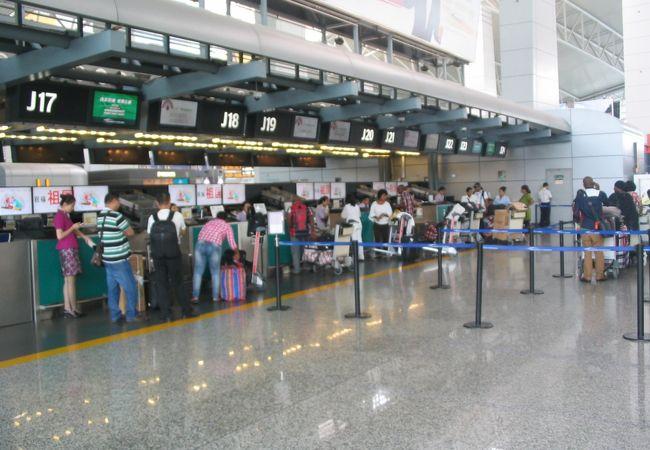 広州空港チェックインカウンター(往路)