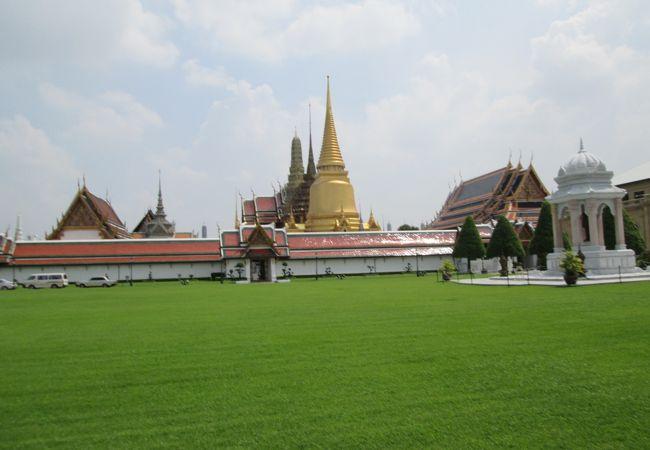 王宮 (プラボロマ マハー ラーチャワン)
