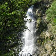 よい滝です!