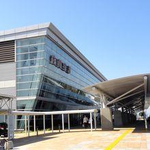 駐車料金が全無料な利用価値が非常に高い空港です。