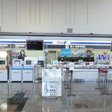 国内線は全日空、国際線は春秋航空&T-Way航空が就航。
