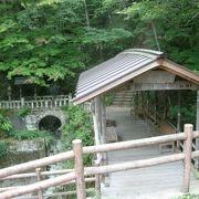 珍しい屋根付きの橋