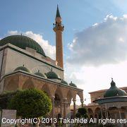 旧市街入口に建つモスク