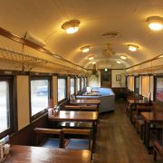 海産物の入ったメニュー目立つイタリアン、改装された客車の中で温かくしていただく