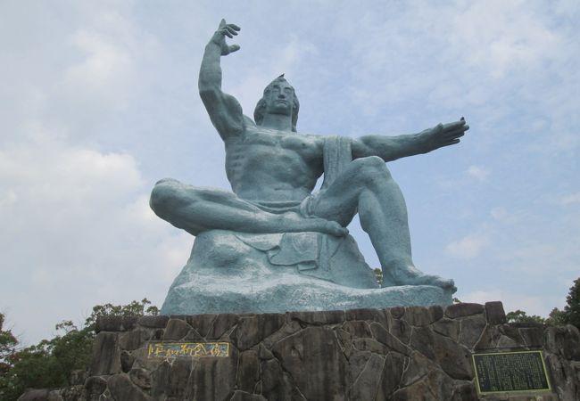 「平和祈念像は、」日本を代表する彫刻家である北村西望作