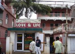 Hotel Love & Life