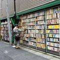 写真:神田神保町古書店街