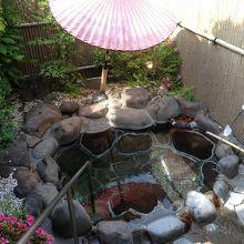 「離れ」だけにある、修善寺温泉の源泉かけ流しの貸切風呂です。