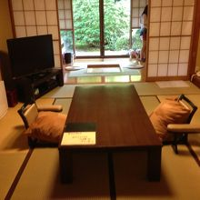 食事を摂った居間は広々としていて快適でした。