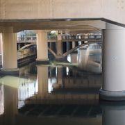 東横堀川にかかる地元の橋のひとつ