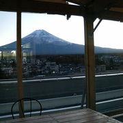 展望デッキのある富士山駅直結のショッピングセンター