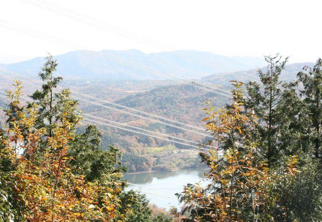 山頂からは入鹿池が望めます。